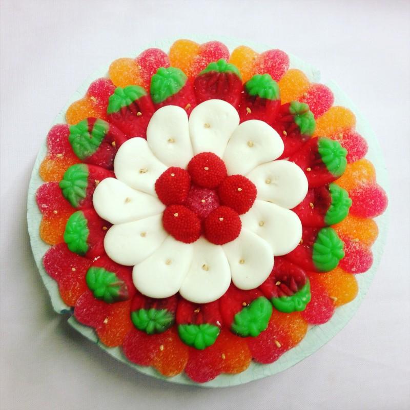 Tarta chuches pastel chuches tarta golosinas pastel - Como hacer figuras con chuches ...